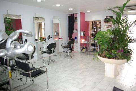 vente onglerie salon de coiffure local commercial marseille 3 me 13003 bouches du rh ne. Black Bedroom Furniture Sets. Home Design Ideas